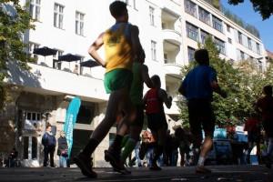 Marathon in Berlin vor der Meeet Haustür