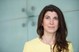 Die Key to See Gründerin Mira Mühlenhof hält einen Vortrag über Carisma im Enneagramm