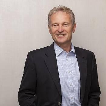 Ernst Holzmann spricht über Social Media Kommunikation für Coaches und Berater