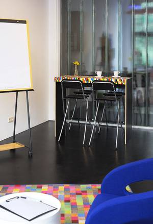 Kreativer Tisch im Kreativraum Play in Meeet-Mitte
