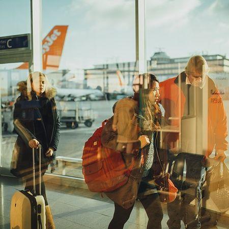 Kosmopoliten auf dem Flughafen