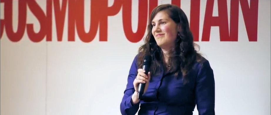 Die Redeangst-Trainerin Barbara Bosch bei einem Vortrag