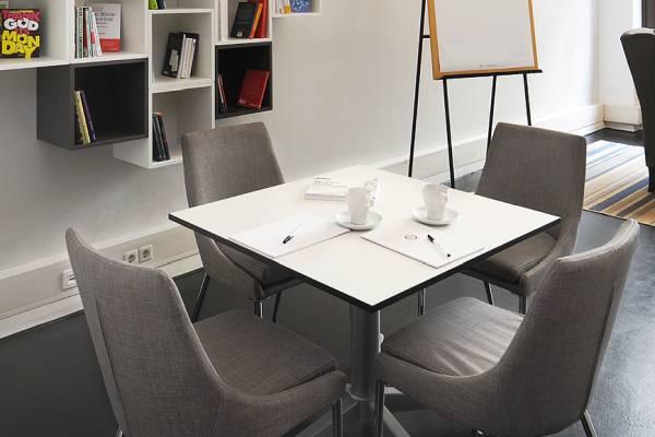 Besprechungen und Beratungen im Raum Study