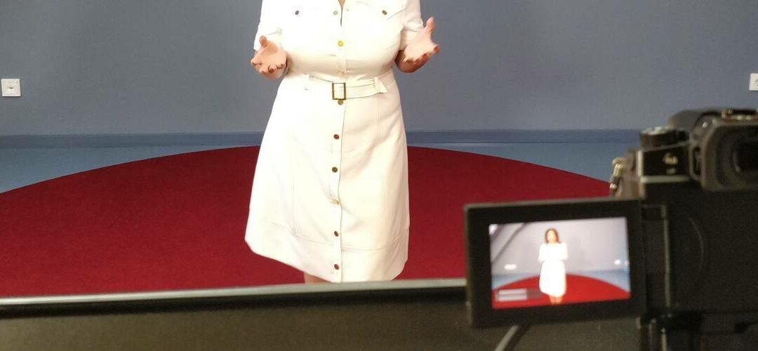Fast wie bei TED: Ein virtueller Vortrag in die USA aus den Meeet Studios.